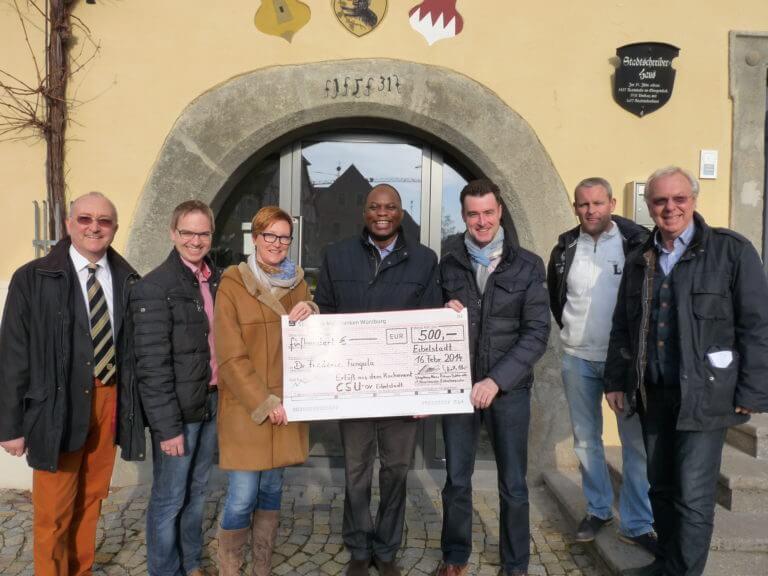 Spendenübergabe CSU Eibelstadt an Pfarrer Fungula